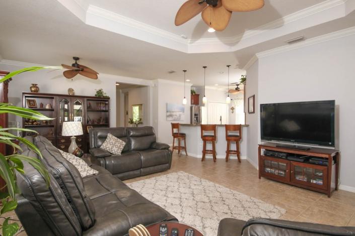 5222 Aqua Breeze Living Room